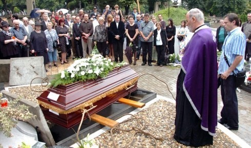 Глумица Оливера Марковић сахрањена у алеји великана