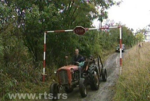 Meštani postavili rampu na ulazu u selo