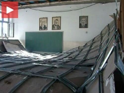 Vetar kriv za pad plafona u školi u Vučju?