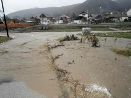 Bujica vode poplavila Vranjsku Banju, nema naznaka povlačenja