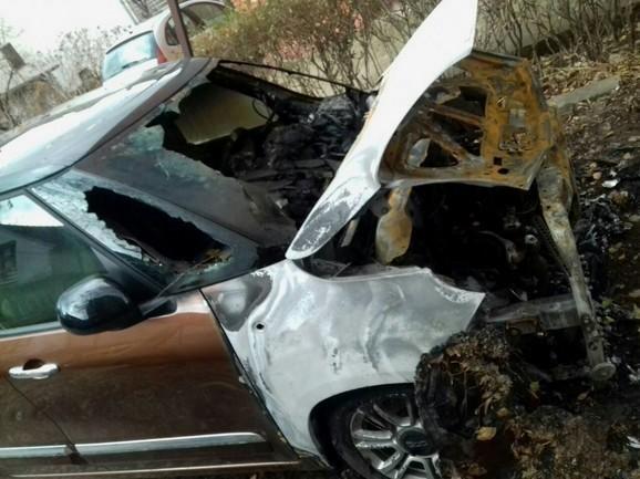 """Запаљено још једно возило: Изгорео аутомобил менаџера алексиначког """"Грамера"""""""