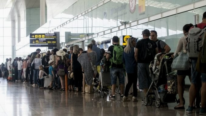 Srbiju mesečno napusti više od 4.000 ljudi, država bez strategije