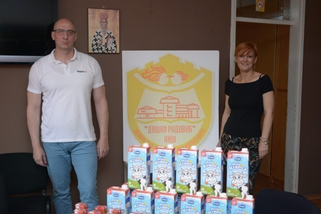 """Пред Светски дан млека """"Имлекови"""" пакетићи за незбринуту децу"""