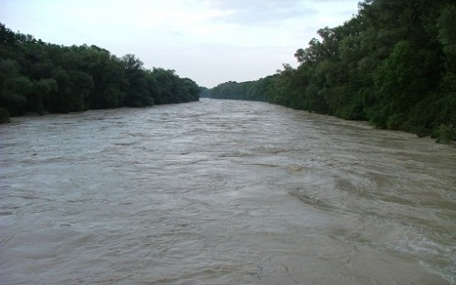 Хаос у Куршумлији: Излила се река Бањска, села одсечена од града