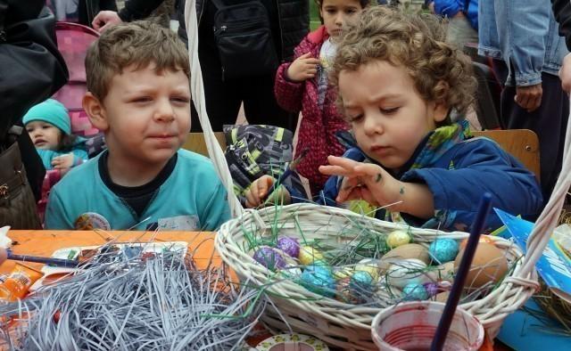 У сусрет Ускрсу ГО Медијана организовала фарбање и поделу јаја у Парку Светог Саве
