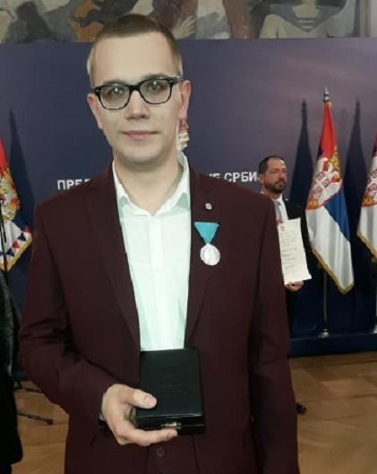 Председник Србије одликовао нишког студента Јована Милића, сребрном медаљом за заслуге