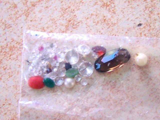 Tri kilograma dragog kamenja, zlata i srebra (FOTO)