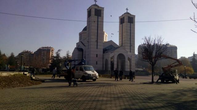 Претпразнична атмосфера: Почело кићење Парка Светог Саве
