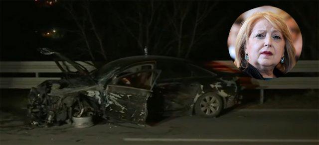 Аутомобил у коме се налазила Ђукић Дејановић готово потпуно је уништен (Принтскрин РТС)