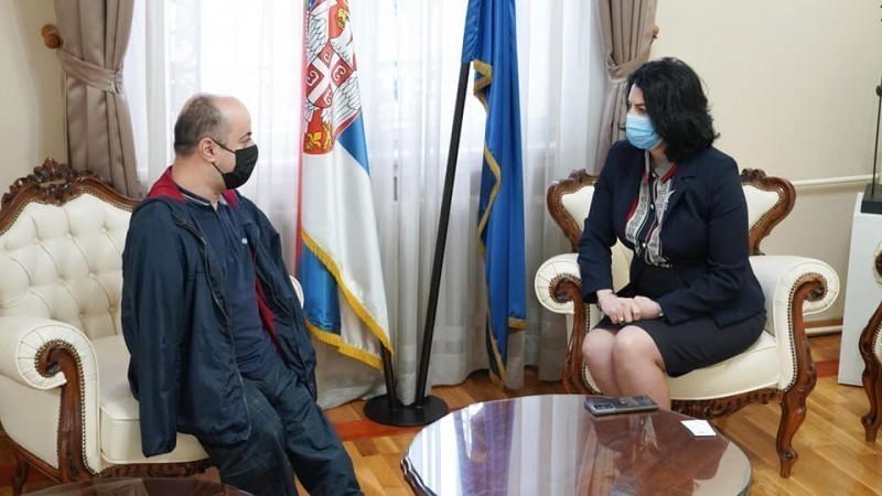 Ковачевић, особа са инвалидитетом која шири оптимизам широм света, посетио Ниш