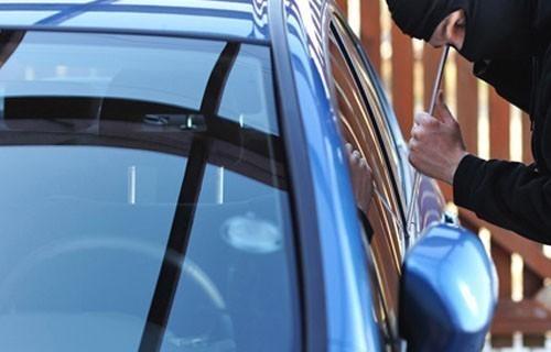Славско весеље се завршило паљењем аутомобила и тучом: У Нишу запаљено возило, три особе повређене