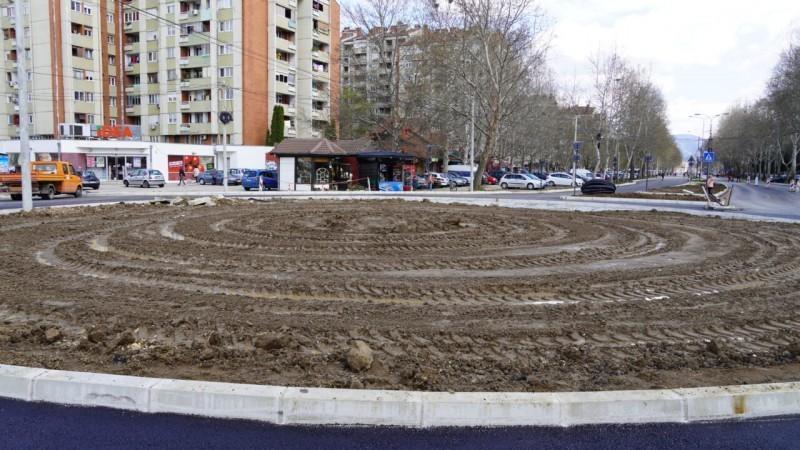 """Radovi na kružnom toku kod """"Delte"""" u završnoj fazi - završeno asfaltiranje Bulevara"""