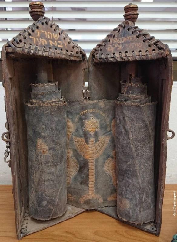 На Градини заплењени свети јеврејски списи и кутија опточена драгим камењем