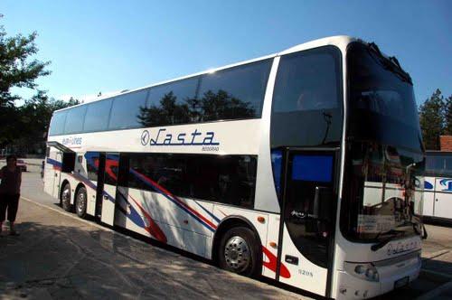 Niš: Premijer i ministri došli autobusom