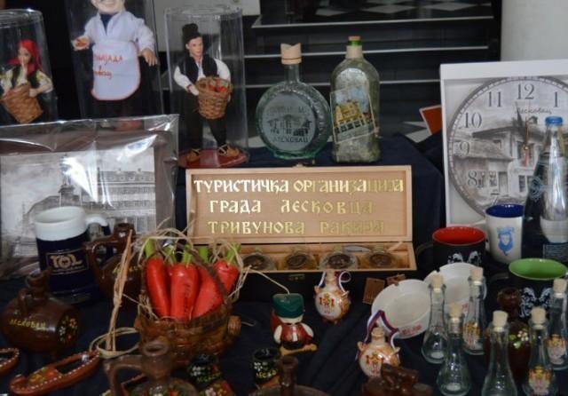 Изложба сувенира и туристичких публикација лесковачког краја