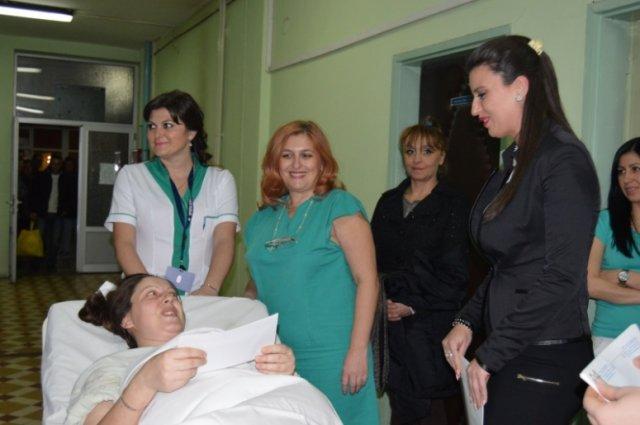 U Leskovcu mirno prve novogodišnje noći, prva beba rođena minut posle ponoći