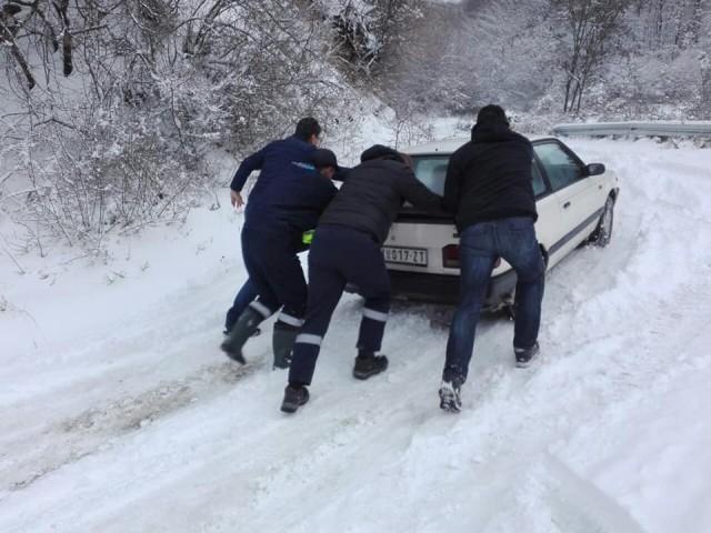 Напори да се пробије пут до нишког села Лесковик - све екипе на терену