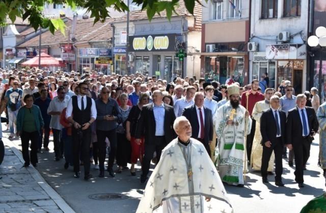 Svečanom liturgijom i litijama Leskovac obeležio Svetu Trojicu