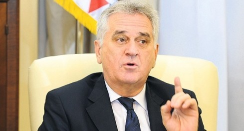 Tomislav Nikolić izviždan na Gazimestanu: Izdao si Kosovo! VIDEO i transkript