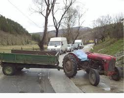 Љути мештани пет села блокирали пут