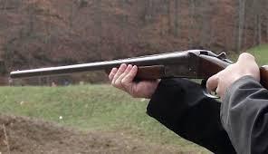 Врањска бања: Хицима из ловачке пушке убио комшиницу, њену ћерку, затим и себе