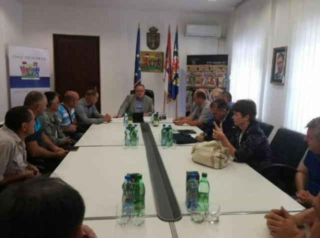 Цветановић се састао са малинарима и откупљивачима