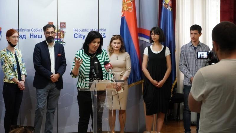 Srpski ponovo u školama južnog suseda - nastavnici srpskog iz Severne Makedonije u Nišu