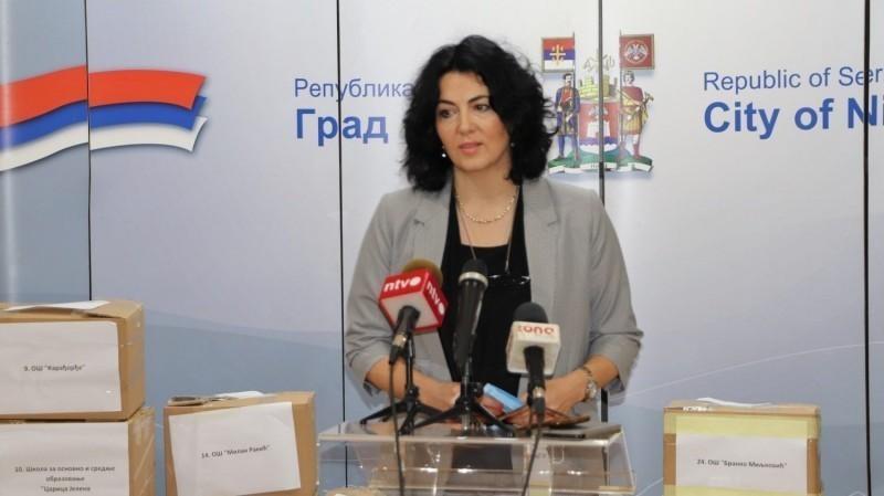 Град Ниш и донатори обезбедили маске и топломере за школе