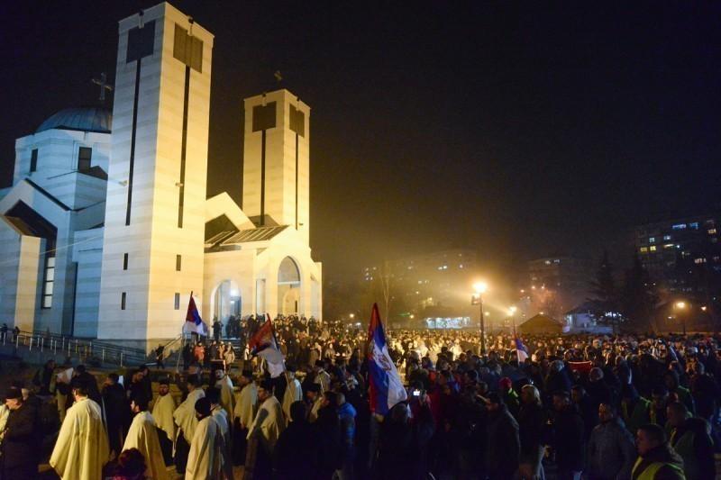 У Нишу синоћ одржан Молебан и крсни ход подршке свештенству и народу Црне Горе
