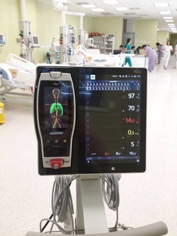 Francuska donacija: KC Niš bogatiji za 10 monitora koji prate životne funkcije kod novorođenčadi