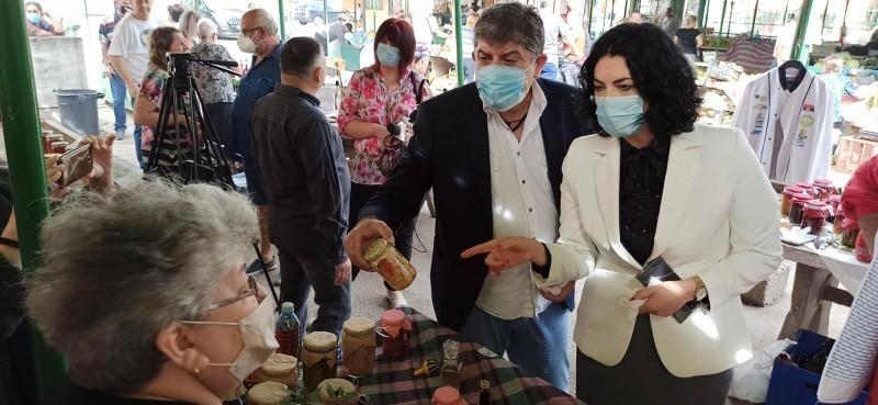 """Obilazak """"Moravske pijace"""" jedne od retkih u Nišu gde mogu da se kupe originalni proizvodi iz  seoskih domaćinstava"""
