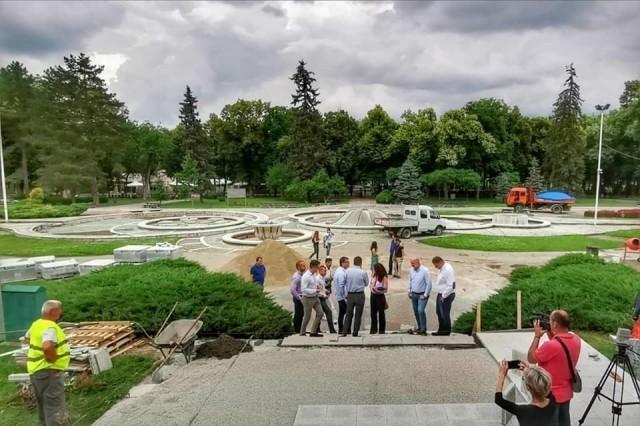 Реконструкција трга са фонтанама у Нишкој Бањи