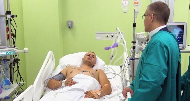 Стефановић обишао у Клиничком центру Ниш полицајца који је рањен у пуцњави током викенда