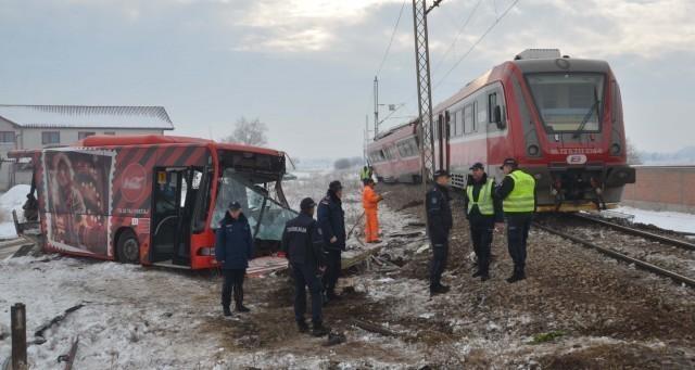 Возачу аутобуса за кога се сумња да је изазвао удес на пружном прелазу код Доњег Међурова укинут притвор