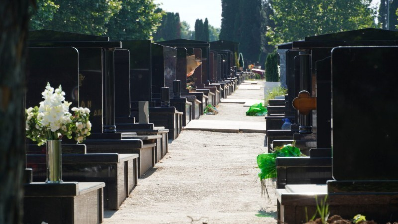 """Сређивање Новог гробља пред """"Летње задушнице"""""""