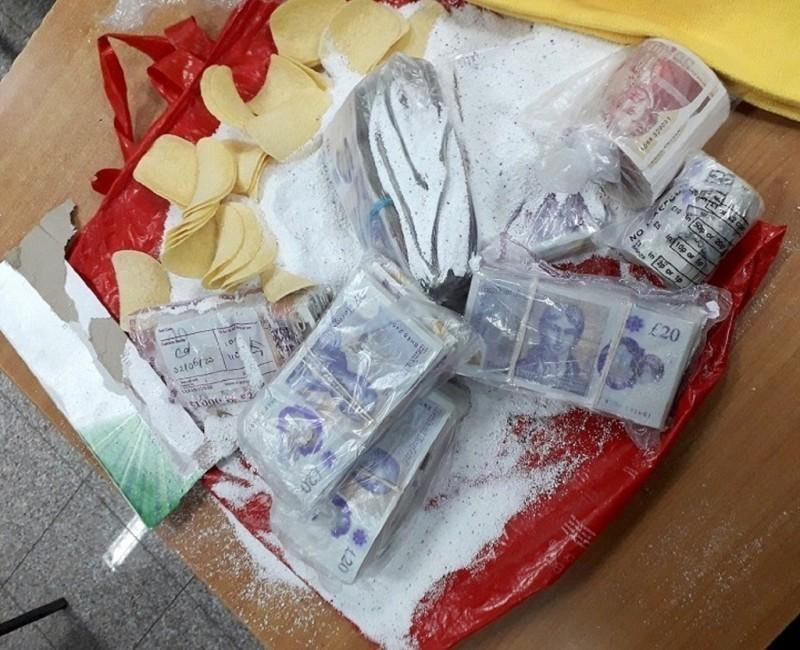 Преко 100 хиљада фунти у векни хлеба, чипсу, прашку за прање...