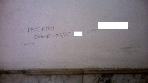 Jedan od oglasa-grafita u TC Kalča, Foto: Južna Srbija