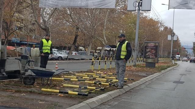 Пре свега сигурност: Обнавља се и додаје нова ограда на Булевару Немањића