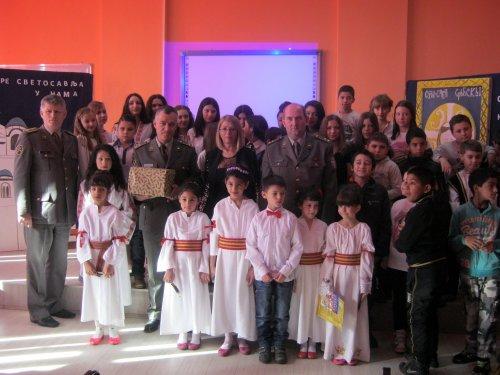 Војска донирала књиге деци на Алексиначком руднику