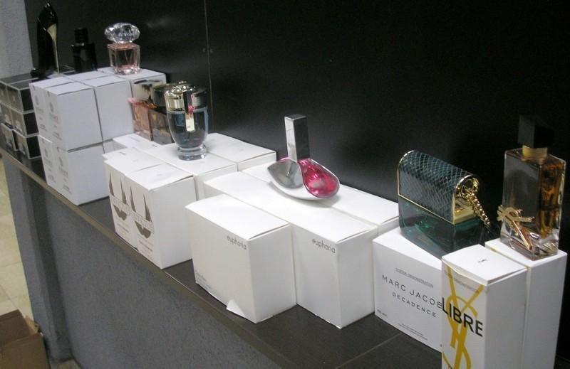 Скупоцени парфеми сакривени у камионској кабини