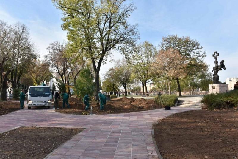 70 нових садница у Старом парку - ускоро крај реконструкције