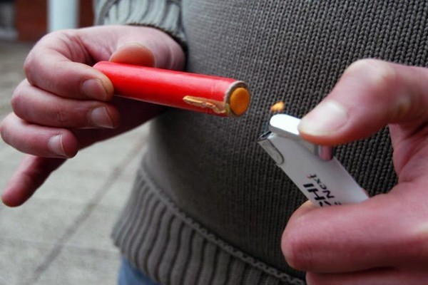 Опрезно са петардама и ватрометом, због могућих повреда пре свега, као и стреса кућних љубимаца