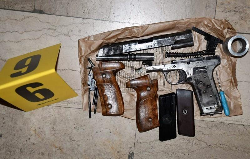 Заплењени пиштољи, револвери и пушкe