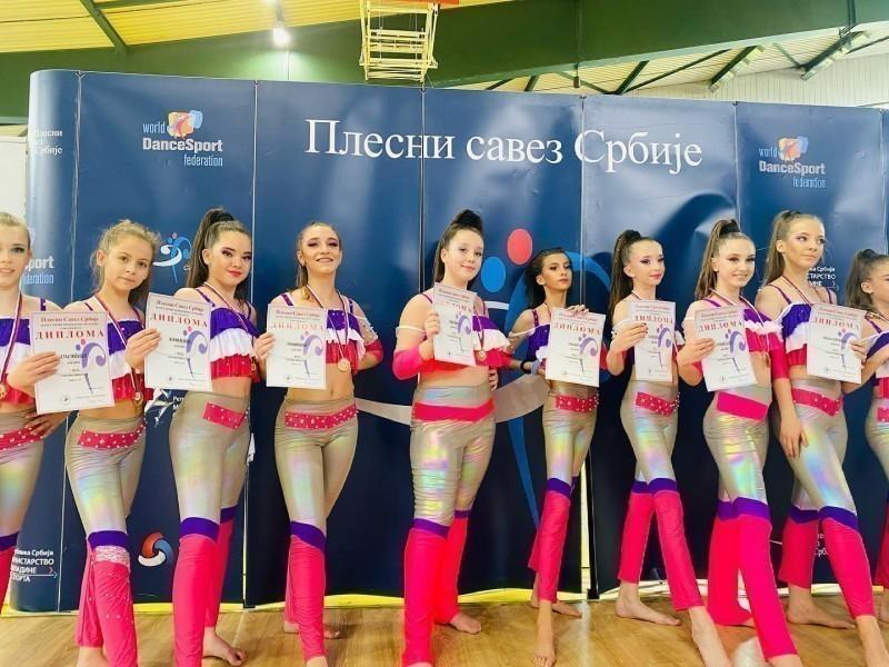 Na Turniru u Aranđelovcu 17 medalja za plesni klub iz Niša