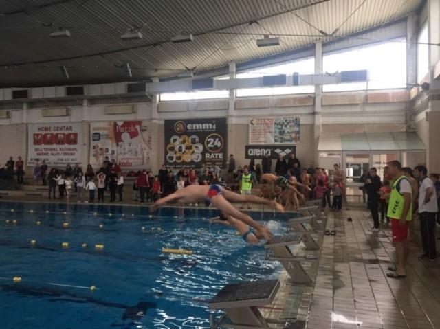 Tакмичење у пливању за ученике лековачких основних и средњих школа