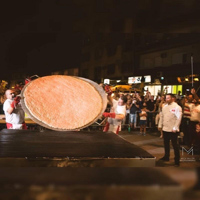 Пљескавица тешка више од 66 килограма