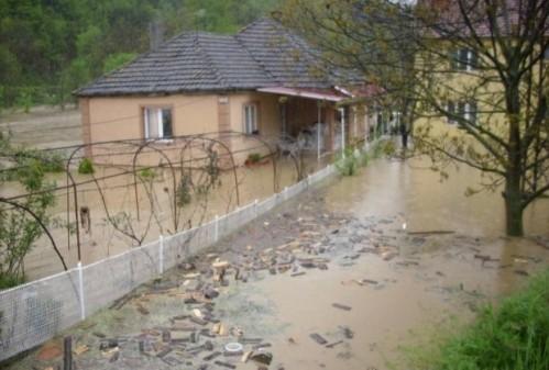Замућена вода у Куршумлији, забрањена за пиће