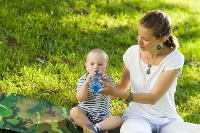 Вода као сигурна заштита од дехидрације беба и деце