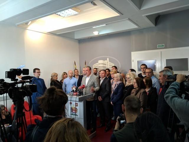 Одборници СНС-а у Нишу дежурају у Скупштини Града због могућих инцидената (ВИДЕО)
