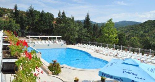 Хотел Радан у Пролом бањи, отворени базен,  Фото: banjeusrbiji.com